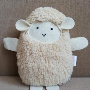 Pihe-puha bárány, Játék & Gyerek, Plüssállat & Játékfigura, Más figura, Varrás, Pihe-puha műszőrméből készült bárány, filc pofival, lábakkal, kezekkel.\nVálasztható fehér és beige s..., Meska