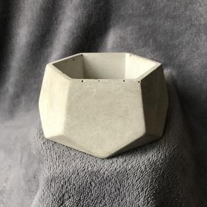 Hatszög design beton kaspó / virágtartó, Otthon & Lakás, Ház & Kert, Cserép & Kaspó, Mindenmás, Egyedi kézzel készített beton kaspó kisebb növényeknek, kültérre és beltérre egyaránt.\n\nMagasság: ~5..., Meska