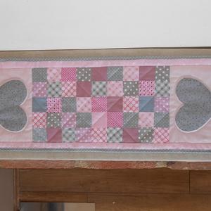 Hamvas romantika -vintage stílusú patchwork asztali futó - Meska.hu