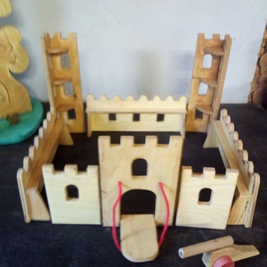 Fából készült vár, Játék & Gyerek, Építőjáték, Famegmunkálás, Növényi olajjal színezett vár  ágyúval kicsiknek nagyoknak egyaránt. méretei: 12-es rétegelt lemezbő..., Meska