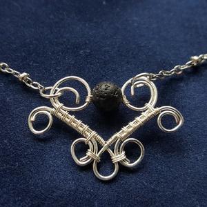 A szív meséje ékszerdrót filigrán nyaklánc lávakővel ajándék nőknek