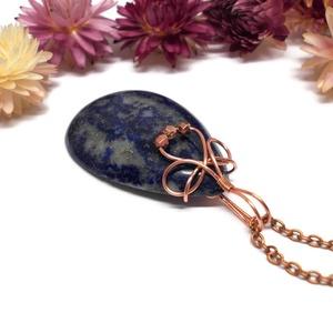 Lápisz lazuli nyaklánc, Ékszer, Nyaklánc, Ékszerkészítés, Fémmegmunkálás, Lápisz lazuli kabosont foglaltam be réz ékszerdrótba. \n\nA medál magassága 6 cm, a lánc hossza 50,2 c..., Meska