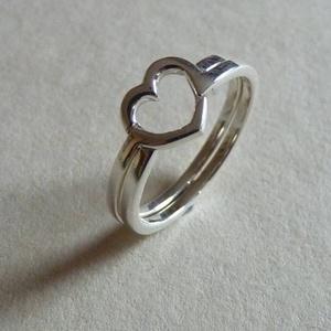 Szívösszerakó, Szoliter gyűrű, Gyűrű, Ékszer, Ékszerkészítés, Ötvös, Ez egy két darabos, egyszerűbb ördöglakat gyűrű.\nA gyűrűt összerakva a teteje szív alakot formáz.\n92..., Meska