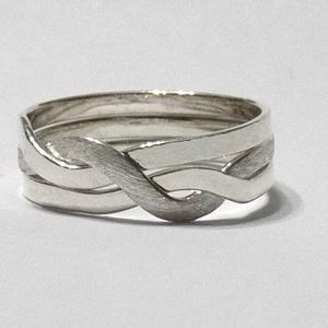ördöglakat gyűrű - SzélesTestvér, Fonódó gyűrű, Gyűrű, Ékszer, Ékszerkészítés, Ötvös, A képen látható ékszer nem egy szokványos gyűrű, mint ahogy az első ránézésre tűnik, ugyanis az ujjr..., Meska