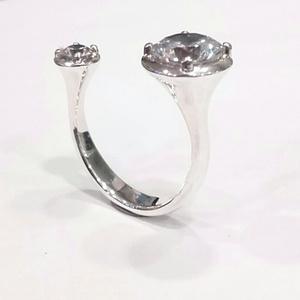 DuplaKöves gyűrű, Ékszer, Gyűrű, Ékszerkészítés, Ötvös, Mutatós, két cirkónia köves, fölül nyitott gyűrű.\n\nAnyaga: 925 ezüst\nSúly: 5 g, Meska