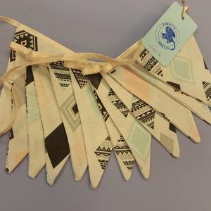 Zászló girland , Otthon & Lakás, Lakástextil, Varrás, Zászlós girland azték mintával.\n\nCsodás ajándék, ami a lakás dísze lehet. \n\n3 méter hosszú, 12 db zá..., Meska