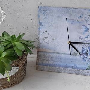 Falióra virág mintával, Otthon & lakás, Lakberendezés, Falióra, óra, Decoupage, transzfer és szalvétatechnika, Szélesség: 30 cm\nMagasság: 30 cm\nFalra akasztható.\nFolyamatos járású, csendes óraszerkezettel.\nAz el..., Meska