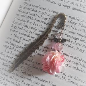 Virágos könyvjelzők, Könyvjelző, Papír írószer, Otthon & Lakás, Ékszerkészítés, Könyvjelzők bájos, virágos lógóval\n\nDíszcsomagolásban :)\n\nMinden fajtából csak 1 db készül(t).\n\nKösz..., Meska