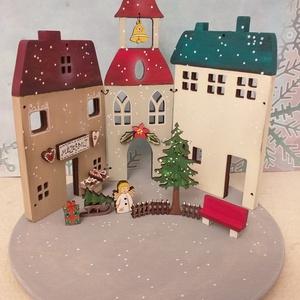 Karácsonyi fa dekoráció - három házikó I., Otthon & Lakás, Karácsony & Mikulás, Karácsonyi dekoráció, Festett tárgyak, \nKarácsonyi fa dekoráció, mely mécsestartóként is használható  ( csak ledes mécses !  ) A házikókat,..., Meska