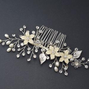 0cdd42ba81 Dorina fésű gyöngyökkel kirakott virágokkal, Ékszer, Esküvő, Esküvői  ékszer, Hajdísz, ...