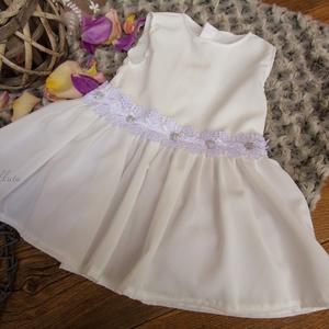 Alkalmi ,keresztelő kislány ruha 74- es, Keresztelő ruha, Babaruha & Gyerekruha, Ruha & Divat, Varrás,   Alkalmi-   keresztelő kislány ruha\nAnyaga:  tüll- muszlin \n \nSzíne : tört fehér !!!\n\nMérete : 74- ..., Meska
