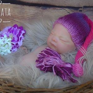 Újszülött  kötött sapka 0-3 hó , Ruha & Divat, Babaruha & Gyerekruha, Babafotózási ruha és kellék, Kötés, Újszülött kézzel kötött babasapka\n\nMérete : 0-3 hó\nAnyaga: Baba barát akril fonal\nA termék készleten..., Meska