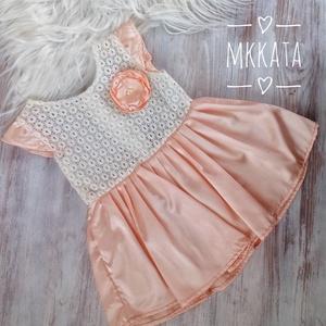 Alkalmi ,keresztelő kislány ruha 68-as  méret, Táska, Divat & Szépség, Gyerekruha, Ruha, divat, Varrás,   Alkalmi-   keresztelő kislány ruha\nFelső része   csipke , szoknya rész tüll- szatén\n \nMérete :  68..., Meska