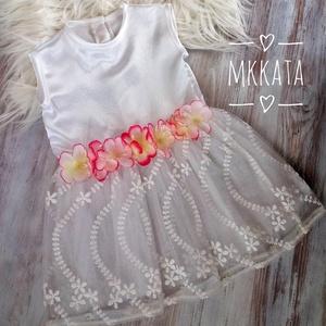 Alkalmi ,keresztelő kislány ruha 74-es méret , Táska, Divat & Szépség, Gyerekruha, Ruha, divat, Varrás,   Alkalmi-   keresztelő kislány ruha\nFelső része :szatén \nszoknya rész tüll\n \n Mérete :74-es\n \n  \n \n..., Meska
