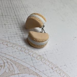 Macaron füli, Ékszer, Fülbevaló, Lógó fülbevaló, Ékszerkészítés, Gyurma, Macaron formájú, vicces fülbevaló. Extra könnyű, kb 2 cm hosszú, bedugós., Meska
