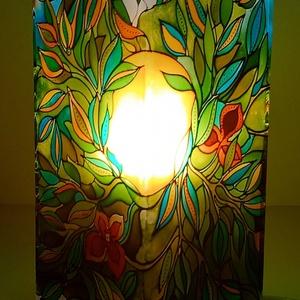 Májusi erdő - üvegfestett hangulatlámpa, Otthon & Lakás, Lámpa, Hangulatlámpa, Üvegművészet, Festett tárgyak, Minden oldalán aprólékosan kidolgozott üveg hangulatlámpa. Belső képek által ihletett, egyedi darab,..., Meska