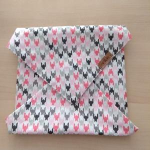 Rózsaszín mintás textil szalvéta , NoWaste, Varrás, Kívül mintás pamutvászon, belül vízhatlan, szellőző PUL anyaggal készült szalvéta, ami tépőzárral zá..., Meska