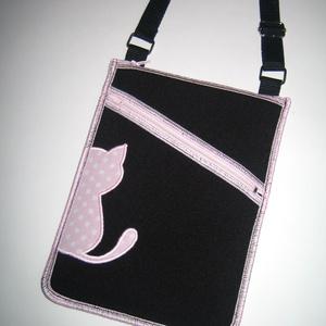 Cicás Oldaltáska kétrekeszes kistáska válltáska fekete rózsaszín iPadmini tok, Táska & Tok, Kézitáska & válltáska, Vállon átvethető táska, Mindenmás, Varrás, Meska
