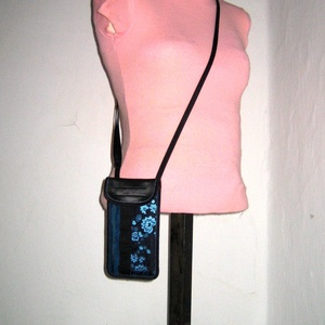 Mobiltok  Plus-os méretű telefonokhoz állítható pántos mini oldaltáska kék-fekete - Meska.hu