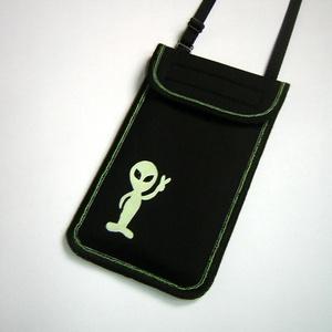 Állítható pántos mobil tok  Plus-os méretű telefonokhoz  sötétben világító földönkívüli, Táska & Tok, Pénztárca & Más tok, Telefontok, Varrás, Mindenmás, Meska