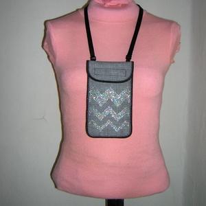 Mobiltok állítható pánttal  XL telefon tartó nyakba akasztható szürke ezüst cikk-cakkos - táska & tok - pénztárca & más tok - telefontok - Meska.hu