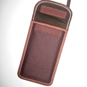 Vízhatlan telefon tok  Plus-os méretű telefonokhoz  állítható pántos kistáska barna - Meska.hu