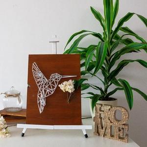 Kolibri - String Art, Kép & Falikép, Dekoráció, Otthon & Lakás, Festett tárgyak, Fonás (csuhé, gyékény, stb.), A Kolibri nevű alkotást a szabadság és a természet ihlette. Igazán egyedi választás. \n\nMéret: 30*40c..., Meska