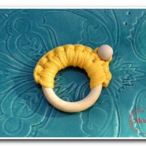 Napocska - rágóka, Gyerek & játék, Játék, Készségfejlesztő játék, Horgolás, Meleg, citromsárga színű Tek-tek pamutfonalból és natúr fakarikából/fagolyóból áll ez a rágóka. \n\nKi..., Meska