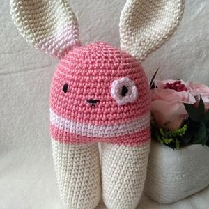 Rózsaszín nyuszika, Nyuszi, Plüssállat & Játékfigura, Játék & Gyerek, Horgolás, 100 % pamutfonalból készült, 14 cm-es pihe-puha nyuszika az egészen pici babáknak is tökéletes ajánd..., Meska
