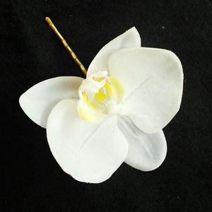 Nagy orchidea hajdísz, Gyerek & játék, Esküvő, Hajdísz, ruhadísz, Táska, Divat & Szépség, Mindenmás, Élethű fehér selyemvirág orchideából készítettem ezt a hajdíszt.\nHajcsattra van rögzítve.\nMéretei 8 ..., Meska