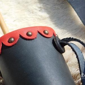 Fekete-piros oldal és háti gyermek tegez (multifunkció)  (MogorLeather) - Meska.hu