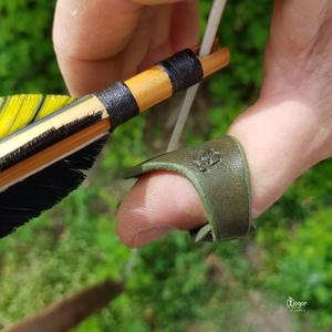 Íjászgyűrű / Hüvelykujjgyűrű zöld színben, Ékszer, Kerek gyűrű, Gyűrű, Az íjászgyűrűt ajánlom minden íjásznak, aki a keleti húrfogással lő. Lovas és talpas íjászoknak egya..., Meska