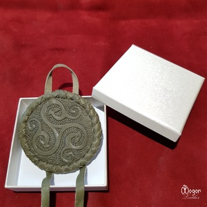 Hajfonatkorong Viking motívummal (olívzöld bőrből) (MogorLeather) - Meska.hu