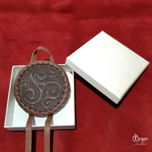 Hajfonatkorong Viking motívummal (barna bőrből) (MogorLeather) - Meska.hu