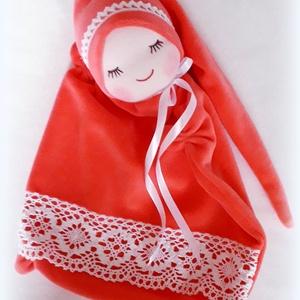 Csipkés álommanócska, Játék & Gyerek, 3 éves kor alattiaknak, Alvóka & Rongyi, Baba-és bábkészítés, Varrás, A teste 25x25 cm, világos piros bébiplüss, pamutcsipke díszítéssel.\n, Meska