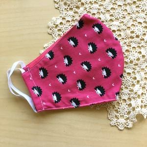 Rózsaszín sünis maszk, női gumis orrú arcmaszk, designer textil maszk, Maszk, Arcmaszk, Női, Varrás, Sünis designer pamutvászonból készült arcmaszk gumi fülekkel. Belül pink színű pamutvászon van.\nAz o..., Meska