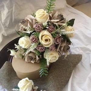 Pezsgő-Kávé Menyasszonyi  csokor +Vőlegénykitűző, Esküvő, Esküvői csokor, Virágkötés, Minőségi selyem rózsa és Ming habrózsa,zöld levelek és kiegészítők alkotják az Örökcsokrot-klassziku..., Meska