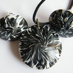 Fekete rózsa ékszerszett medál és fülbevaló, Ékszer, Ékszerszett, Ékszerkészítés, Gyurma, Meska