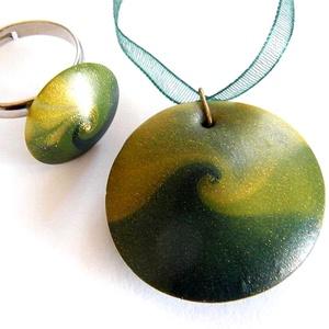 Smaragd szett, Ékszer, Ékszerszett, Medál, Gyűrű, Ékszerkészítés, Gyurma, Fekete és kétféle zöld FIMO ékszergyurmából, valamint pigmentporból készítettem ezt a szettet: medá..., Meska