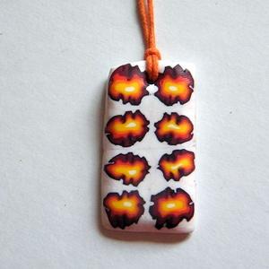 Minirózsák medál, Ékszer, Nyaklánc, Medálos nyaklánc, Sötétbordó, piros, narancssárga, sárga és fehér FIMO ékszergyurmából készítettem ezt a virágmintás m..., Meska