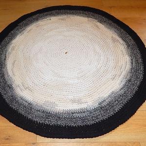 Horgolt  kerek szőnyeg , Lakberendezés, Otthon & lakás, Lakástextil, Szőnyeg, Horgolás, Egyedi kézműves termék !\n\nKülönleges, makaróni fonalból horgolt kerek szőnyeg.\nMeditációhoz, vagy me..., Meska