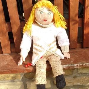 Kötött játék baba Molly, Gyerek & játék, Játék, Baba játék, Kötés, Molly egy kötött játék baba. \nRemek,szófogadó,kedves játszótárs.\n\n50 cm magas, arányos testalkatú, n..., Meska