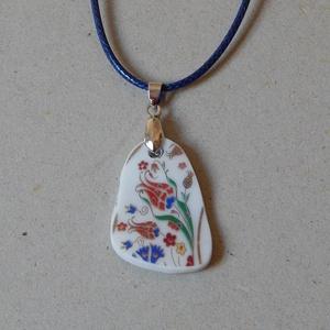 Porcelán ékszer, , Ékszer, Nyaklánc, Ékszerkészítés, Újrahasznosított alapanyagból készült termékek, Porcelán nyaklánc\nMinden részében egyedi kézimunka. \nCsiszolt porcelán különlegességek. Különböző fé..., Meska