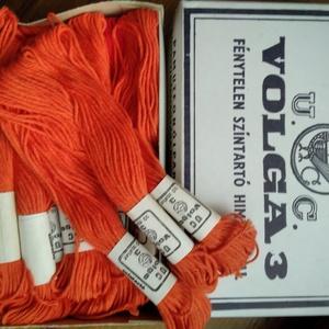 Volga pamut hímzőfonal, Fonal, cérna, Pamutfonal, Hímzés, Kiváló minőségű, matt pamut hímzőfonal narancs színben.\nA doboz tartalma 25 db/ 10 méteres motring !..., Meska