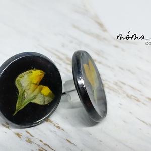 Sárga elegancia bedugós műgyanta fülbevaló, Ékszer, Fülbevaló, Ékszerkészítés, Szereted a természetességet és az egyediséget? Az igazi szárított növényeket rejtő műgyanta ékszerek..., Meska