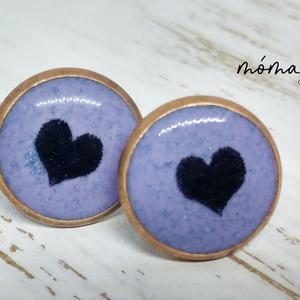 Szívecskés lila bedugós műgyanta fülbevaló, Ékszer, Fülbevaló, Ékszerkészítés, Ebben a lilára színezett műgyanta fülbevalóban egy kis szív forma van. Romantikusoknak, akár gyereke..., Meska
