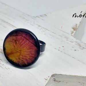 Rózsaszirom műgyanta gyűrű, Ékszer, Gyűrű, Szoliter gyűrű, Ékszerkészítés, Szereted a természetességet és az egyediséget? Az igazi szárított növényeket rejtő műgyanta ékszerek..., Meska