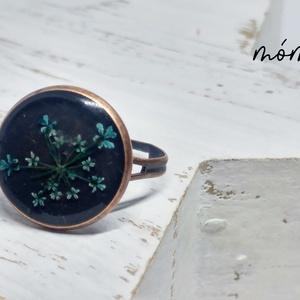 Türkiz vintage műgyanta gyűrű, Ékszer, Gyűrű, Ékszerkészítés, Szereted a természetességet és az egyediséget? Az igazi szárított növényeket rejtő műgyanta ékszerek..., Meska