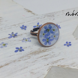 Kék nefelejcs gyűrű, Ékszer, Gyűrű, Ékszerkészítés, Szereted a természetességet és az egyediséget? Az igazi szárított növényeket rejtő műgyanta ékszerek..., Meska