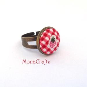 KIFUTÓ TERMÉK! Epreskert - Eperkés textilgomb gyűrű (MonaCrafts) - Meska.hu